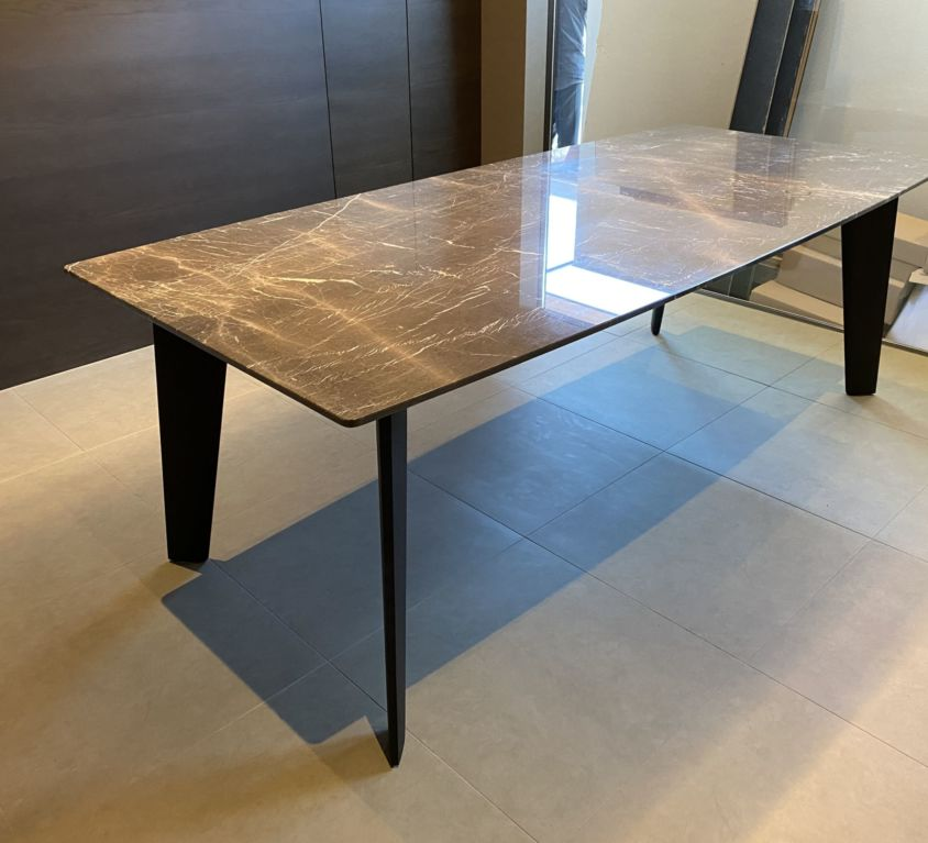 Poliform HOWARD テーブル