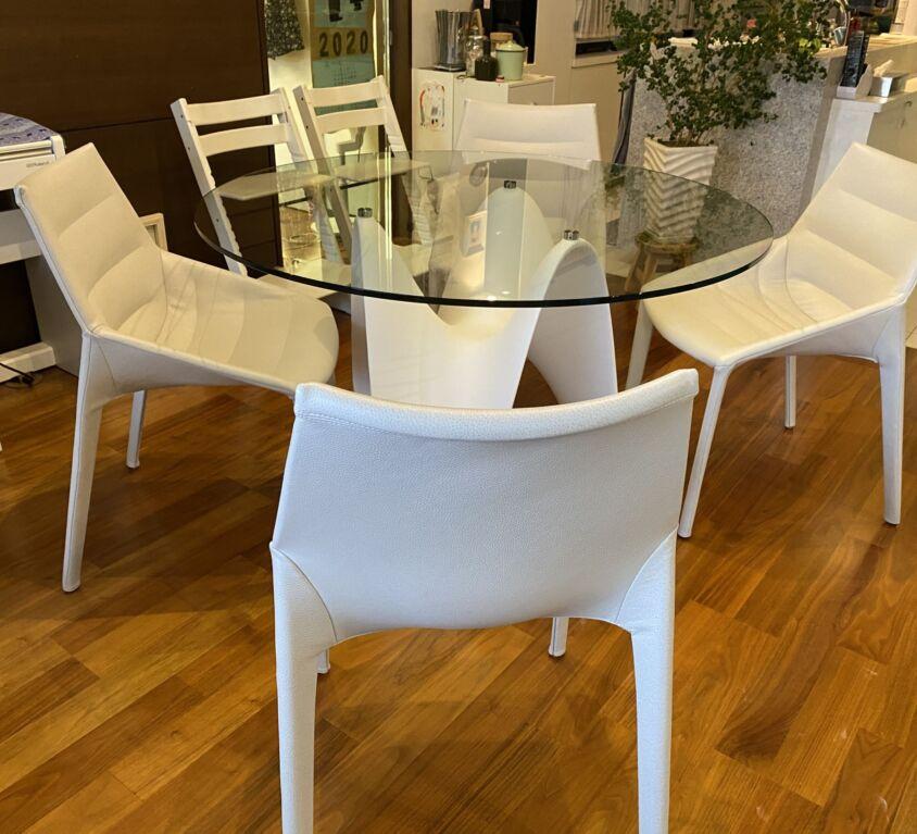 TONIN CASA GAYA テーブル、Molteni&C OUTLINE チェア
